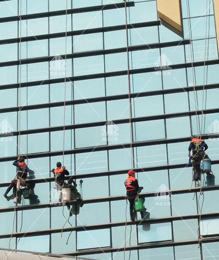 高空清洗玻璃
